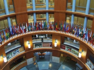 world-bank-hq-in-washington-dc-all-the-flags-of-the-world-around-the_0